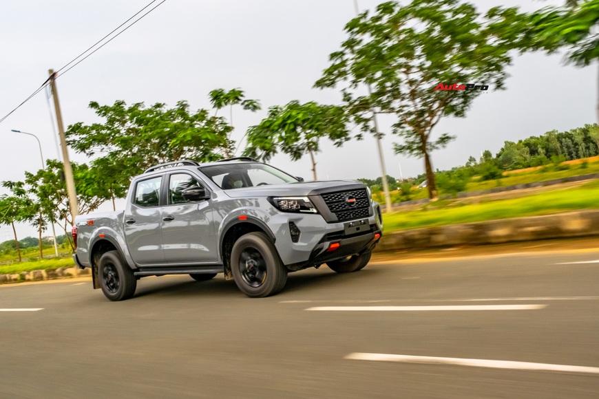 Đánh giá Nissan Navara Pro4X: Bán tải pha SUV dành cho dân chơi đi phố - Ảnh 8.