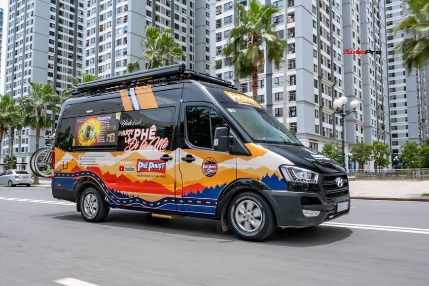 Thợ Việt độ Hyundai Solati thành nhà di động hết hơn 1,5 tỷ đồng: Có TV, bếp và công trình phụ, dùng điện mặt trời - Ảnh 13.
