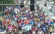 Nhiều tuyến đường ở Hà Nội kẹt cứng vì cơn mưa sáng sớm