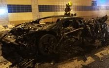 Đại gia bất lực nhìn chiếc Lamborghini Aventador độ Mansory siêu hiếm cháy thành than