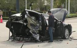 SUV Tesla bị xẻ đôi sau tai nạn kinh hoàng với Nissan GT-R và cái kết thần kỳ