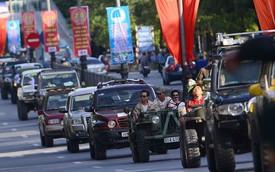Xe độ màu hồng tham gia off-road 2014 diễu phố Hạ Long