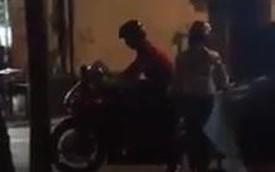 """Biker Việt chở bạn gái """"vật lộn"""" với xe phân khối lớn"""