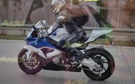 Lộ ảnh sống của siêu môtô BMW S1000RR 2015