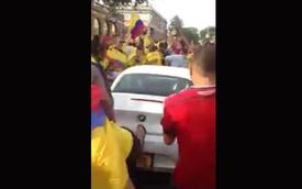 Cổ động viên Colombia đập phá BMW Z4 mừng chiến thắng