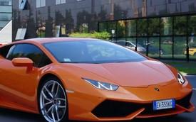 """13 chiếc Lamborghini Huracan """"gầm rú"""" ngoài nhà máy Lamborghini"""