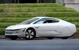 """Volkswagen """"hét giá"""" 169.000 USD cho xe 0,9 lít/100km XL1"""