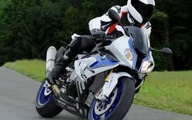 Siêu môtô BMW HP4 có hệ thống ABS mới để ôm cua an toàn