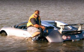 """Đi tù """"mọt gông"""" vì cố tình lao siêu xe Bugatti Veyron xuống hồ"""