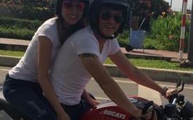 Công Vinh và Thủy Tiên diện đồ đôi, cưỡi Ducati Monster dạo phố
