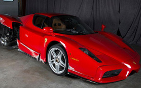 """Siêu xe Ferrari Enzo """"đồng nát"""" vẫn đắt giá"""