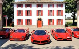 """Lái 4 """"ngựa chiến"""" Ferrari đi nhận siêu phẩm LaFerrari mới mua"""