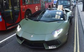 Siêu xe Lamborghini Aventador Roadster cũng phải chở hàng