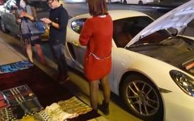 Thiếu gia đi Porsche Cayman bán khăn trên vỉa hè để mua xăng