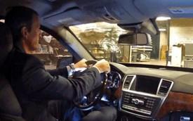 Chứng minh khả năng chống đạn của xe Mercedes-Benz bằng súng AK-47