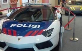 """Cảnh sát Indonesia """"chơi trội"""" với cặp đôi siêu xe Lamborghini"""