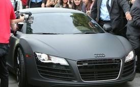 Justin Bieber xuất hiện với siêu xe Audi R8 màu đen mờ