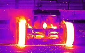 """Xe đua F1 """"đốt lốp"""" tuyệt đẹp dưới ống kính máy quay hồng ngoại"""