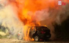 """Phóng viên ôtô đốt chiếc xe Trung Quốc """"nhái"""" BMW X5 của mình"""