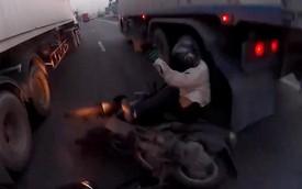 Biker thoát chết ngoạn mục dù bị tai nạn nghiêm trọng