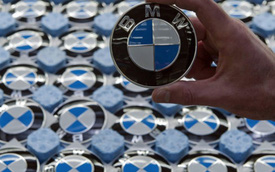 BMW dẫn đầu phân khúc xe sang, Mercedes thu hẹp khoảng cách
