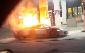 Porsche 918 Spyder cháy ngùn ngụt tại Toronto