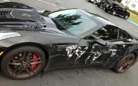 """Chevrolet Corvette Stingray bị """"tạt a-xít"""""""
