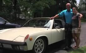 Người cha òa khóc khi được con gái tặng Porsche 914
