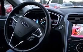 """Gạt bỏ nỗi sợ hãi khi """"lùi chuồng"""" với xe Ford"""