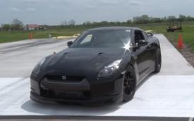 """Xem Nissan GT-R 2.000 mã lực """"xé gió"""" ở vận tốc 333 km/h"""