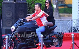 Trương Ngọc Ánh ngồi Ducati Diavel đến liên hoan phim