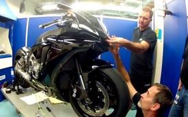 Siêu môtô Yamaha R1 biến hình thành siêu xe đua