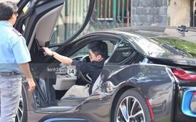Bắt gặp Phan Thành lái BMW i8 đi ăn với bạn sau lùm xùm tình cảm