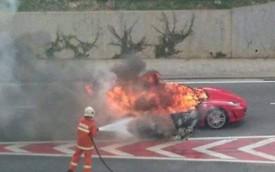 Siêu xe Ferrari F430 cháy trơ khung ở Malaysia