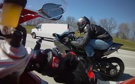 """BMW S1000RR """"đấu"""" Kawasaki Ninja H2: Kẻ tám lạng, người nửa cân"""