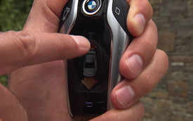 BMW 7 series 2016 trình diễn khả năng tự đỗ xe