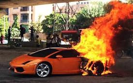Lamborghini Gallardo bùng cháy dữ dội