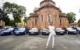 Siêu mẫu Thanh Hằng khoe chân dài 1,12m bên dàn xe Audi R8