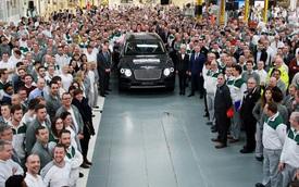 Chiếc SUV siêu sang Bentley Bentayga đầu tiên xuất xưởng