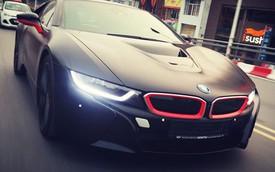 BMW i8 màu đen mờ tuyệt đẹp lăn bánh trên đường Hà Nội