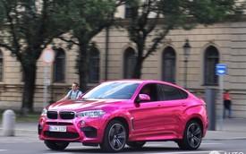 """BMW X6 M điệu đà hơn với """"xiêm y"""" màu hồng crôm"""