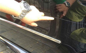 Cậu bé bị tóm tận tay khi đang cào xước xe Mercedes-Benz