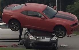 """Subaru Outback bị Chevrolet Camaro """"lấy thịt đè người"""""""