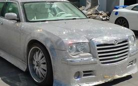 Lóa mắt với Chrysler 300C gắn 25.000 viên nhựa giả đá của Trung Quốc