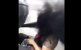 Nghịch dại: Ngồi sát ống xả của xe máy dầu Volkswagen