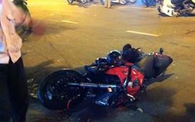 Sài Gòn: Honda CB1000 va chạm với Dream, 2 người bị thương nặng