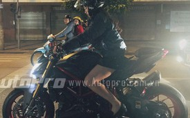 Hot girl xinh như mộng chạy Ducati Street Fighter trên đường phố Hà Nội