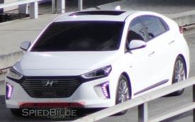 Hyundai Ioniq lộ diện trần trụi, Toyota Prius hãy dè chừng!