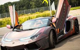 """Lamborghini Aventador """"biến hình"""" thành Người Sắt khi gặp nước"""