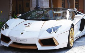 Lóa mắt với Lamborghini Aventador Roadster độ bằng vàng thật